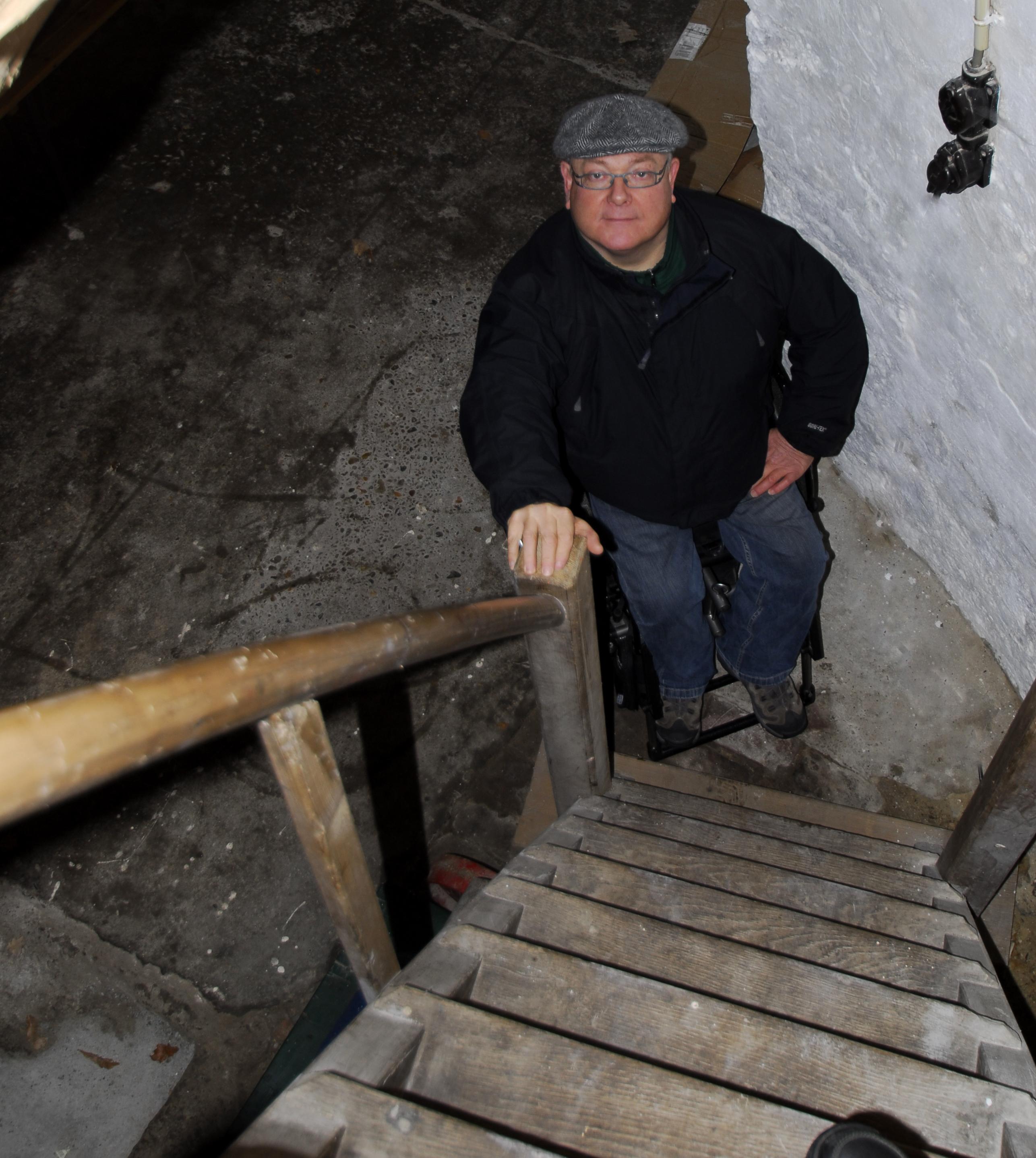 Lastige, steile trappen vormen geen belemmering meer. Ook niet voor Peter van Akkerveken.