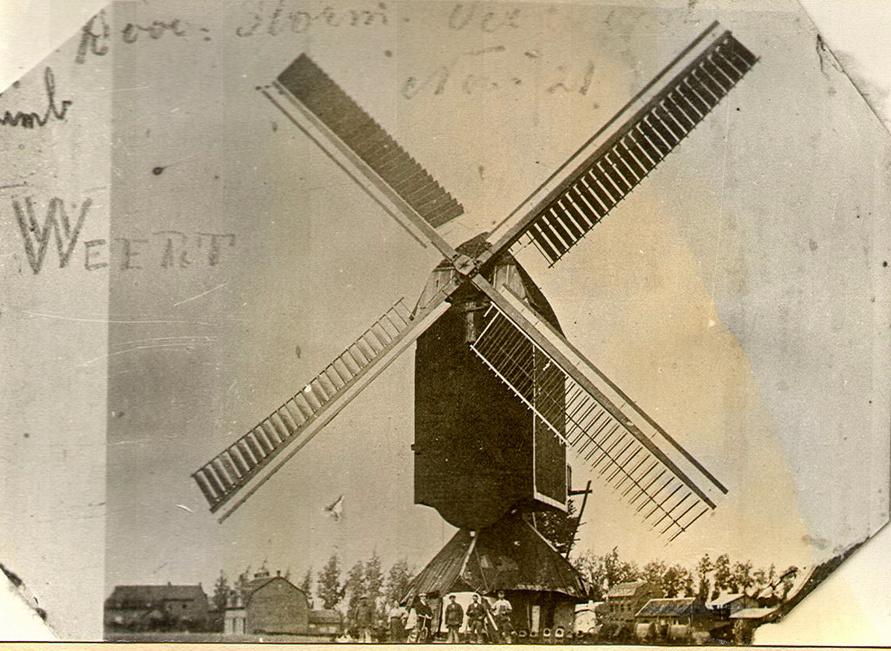 Een opname van de Buitenmolen kort voor de fatale novemberstorm van 1921