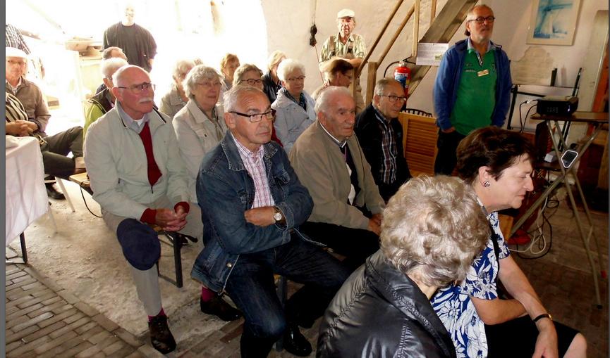 Bezoek van een groep aan de molen