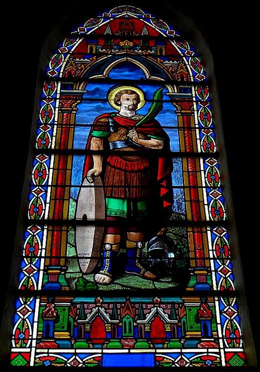 Glas in lood kerkraam met afbeelding van Sint Victor van Marseille