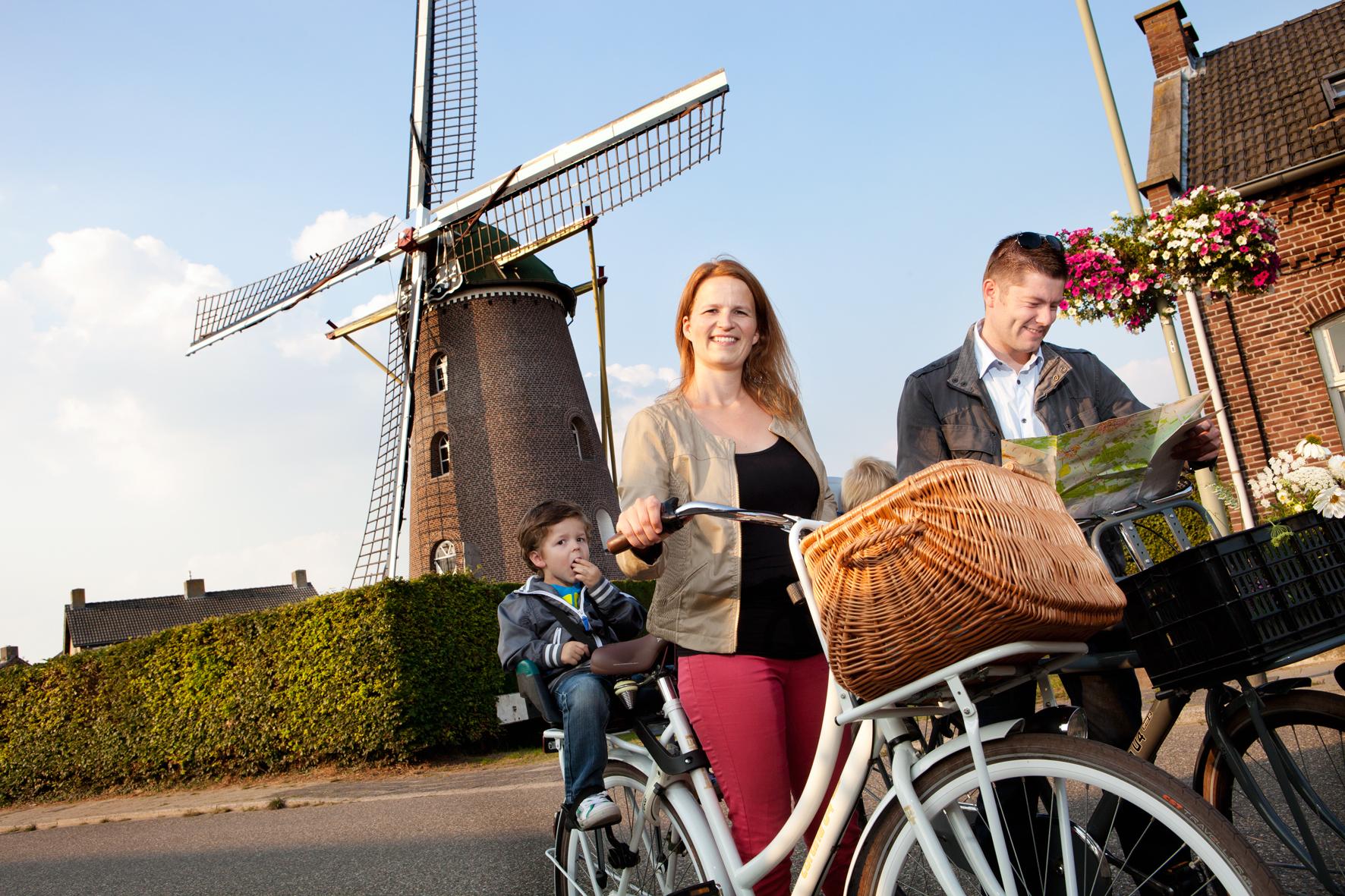 Maak een mooie fiets- of autotocht langs de molens van het Weerterland
